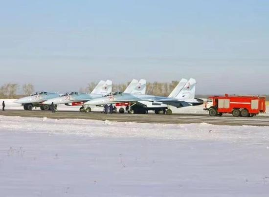 在苏35大走其道的时候,俄罗斯又交付3架苏27,实在专门奇迹
