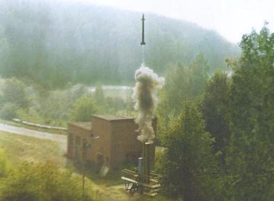 俄罗斯9M96E2导弹的冷发射试验