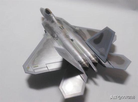 和F22的模型对比就知道了