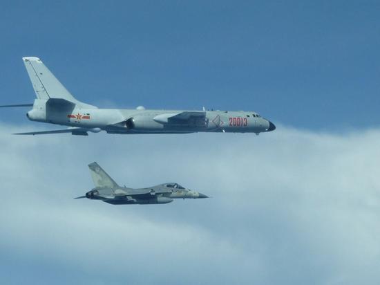 去年7月,IDF战机曾逼近轰-6K轰炸机进行伴飞。