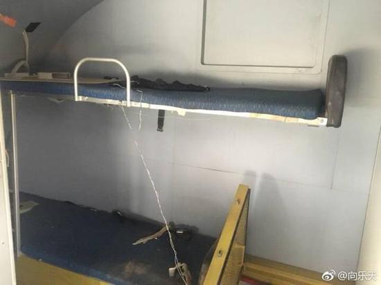 运20驾驶舱内的卧铺