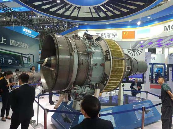 图为珠海航展上展出的D-436大涵道比涡轮风扇发动机实物。