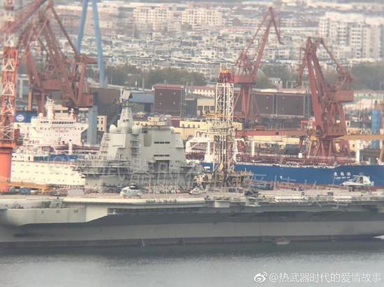 002国产航母船厂已注满水 舰载机模子演练腾飞次序
