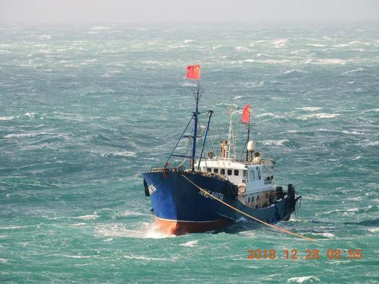 图为插着五星红旗的大陆渔船。(图:今日音信)