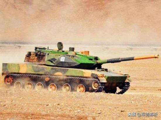 进走高原测试的15式轻型坦克