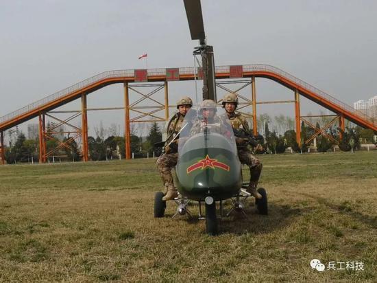 """图注:""""猎鹰""""旋翼机挂载导弹前视图特写"""