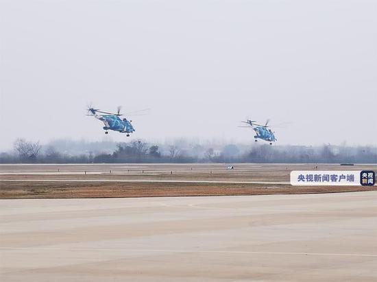 解放军出动2架直8支援湖北防疫医疗物资转运(图)