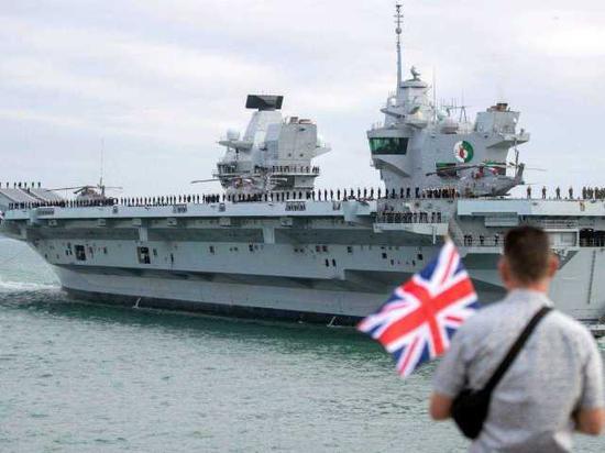 """英国海军""""伊丽莎白女王""""号航空母舰"""