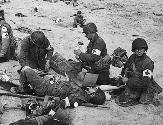 盟军医护兵多为男兵,但俄国中女兵数量很多