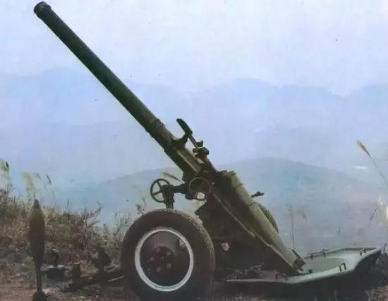▲56式迫击炮有超高抬角