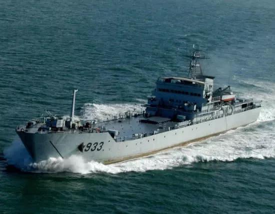 答学习为保辽宁舰而驶向美舰的登陆舰