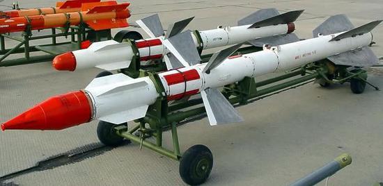 作為蘇27中距攻擊的標配導彈,中國空軍購買了不少,但是惡評如潮