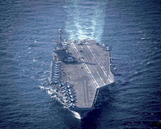 """12月14日,""""斯坦尼斯""""号航母在阿拉伯海实习。"""
