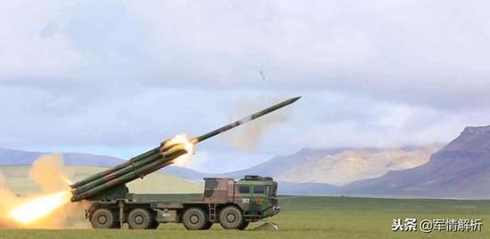 正在进走打靶训练的中国产火箭弹