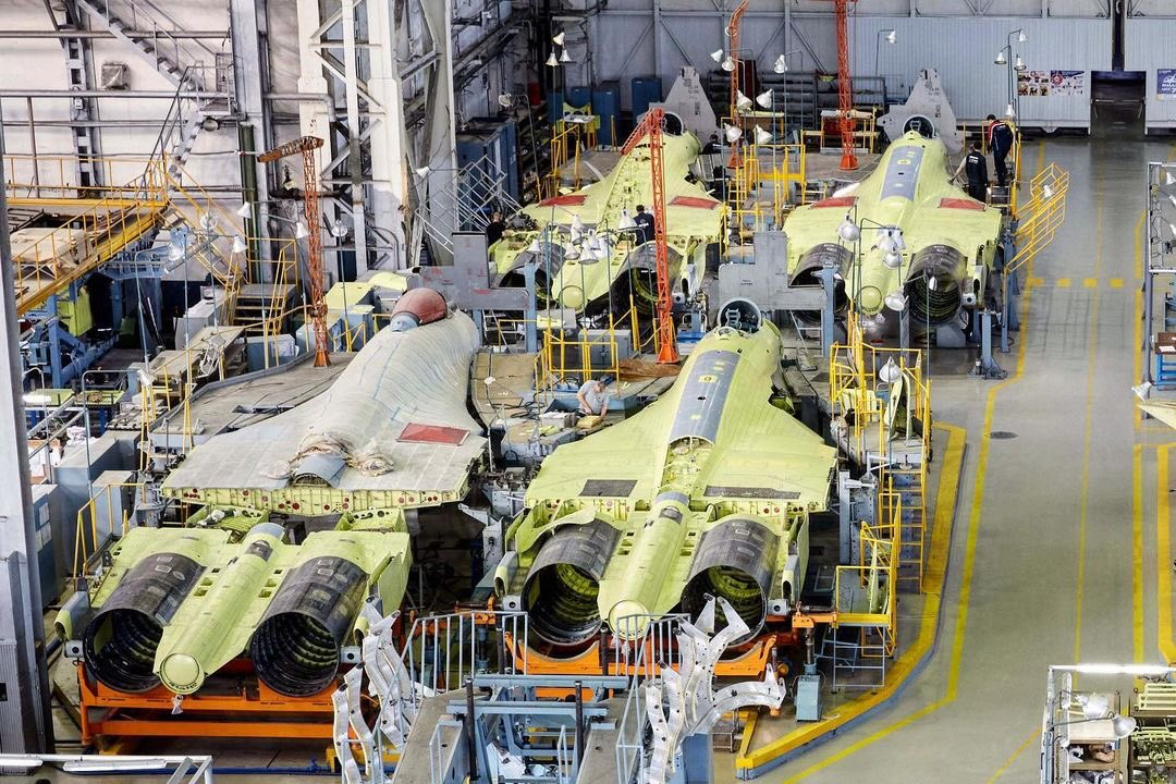 俄首架量产型苏57正式交付 大规模装备还要等多久(夜读头条网)