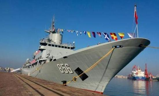 071型船坞登陆舰_中国海军这5年发展惊人 下水战舰达80万吨是日本2倍 中国海军 ...