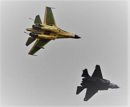 下面,吾们主要分析一下陆基战机与舰载机在着陆时有哪些分别之处: