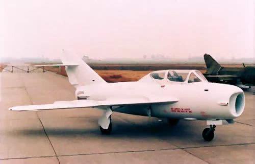中国测绘仿制的首款战机 居然诞生在歼20腾飞的地方
