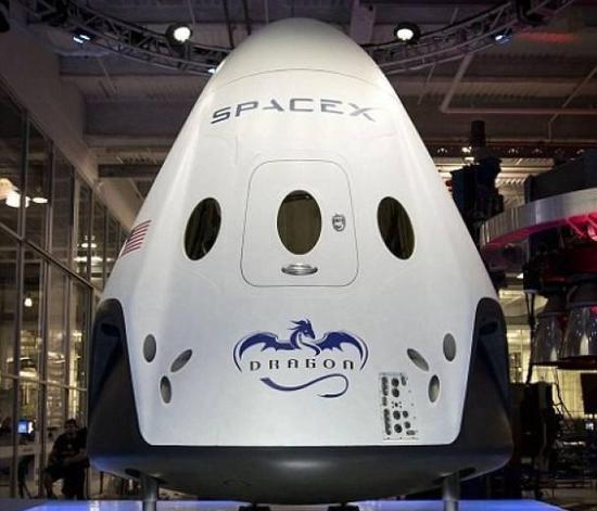"""""""猎鹰-9""""火箭搭载的""""龙""""货运飞船"""
