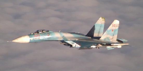 原料照片:俄军苏-27战斗机