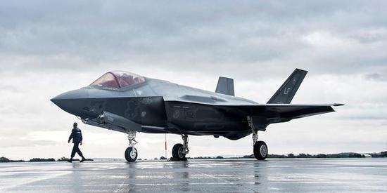 图1 F-35是先辈四代战机