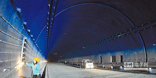 图为青岛胶州湾海底隧道(中时)