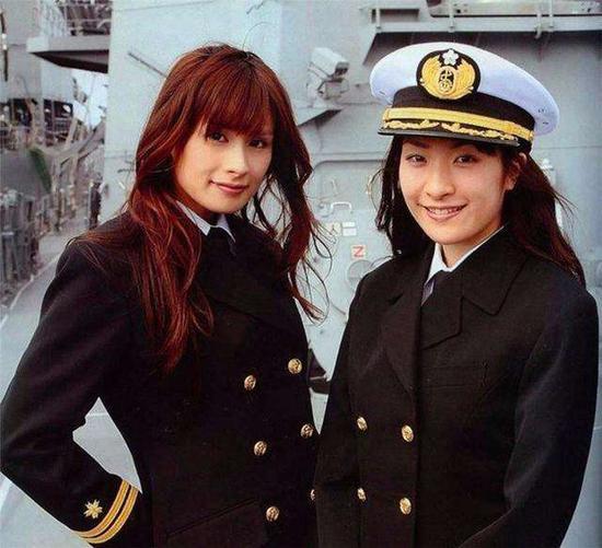 日本海自女兵