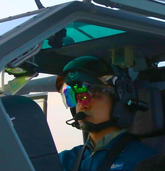 Z10装备的新一代头盔显示器