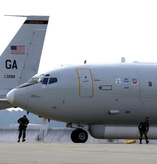 ▲APY-3型相控阵雷达是E-8C预警机的核心装备(图自网络)