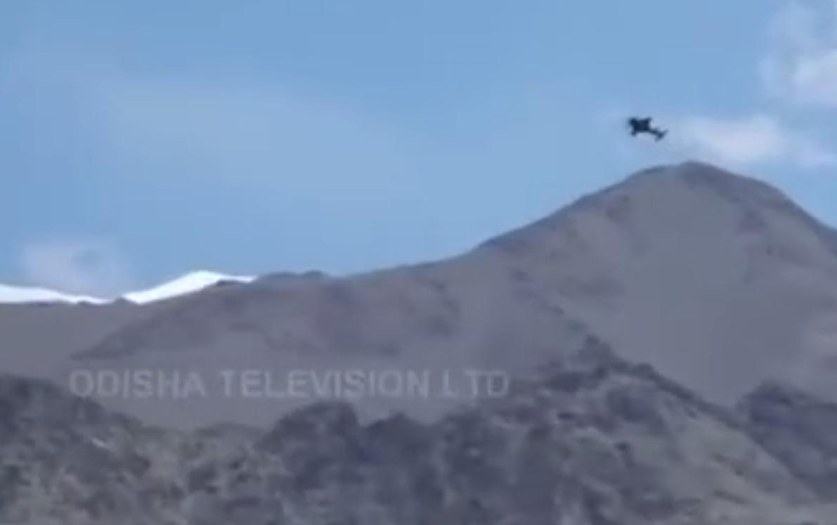 印军在拉达克地区的阿帕奇直升机