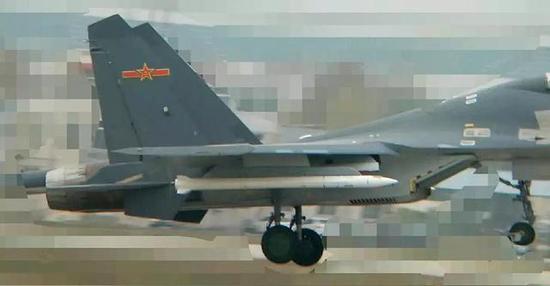 ▲歼-16配备了射程在400公里左右的超视距空空导弹(图自网络)