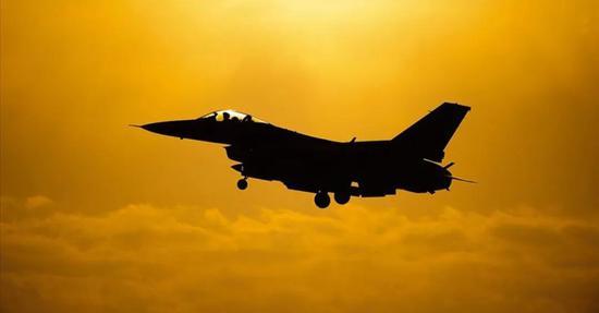 F-16战机。
