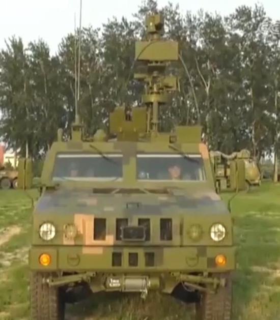 """▲""""4X4""""轻型轮式侦察车,其可升降侦察桅杆此时已升首(图片来源:网络)"""
