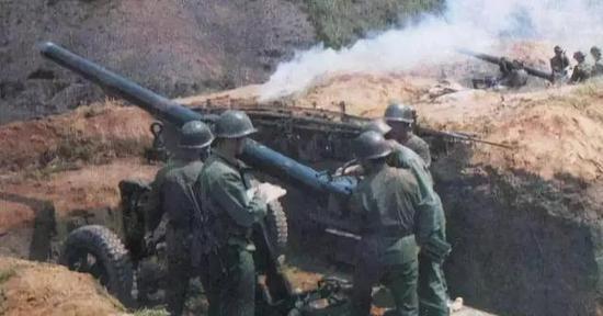 ▲射击中的56式迫击炮