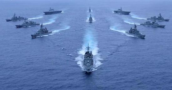 日本海上自卫队摆POSE