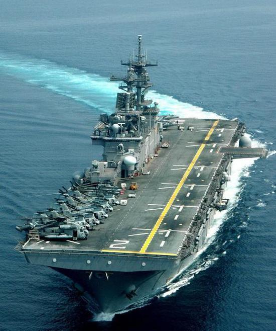 美国黄蜂级两栖抨击舰