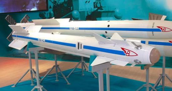 这款导弹最大的亮点是射程增加,导引头技术却很差劲