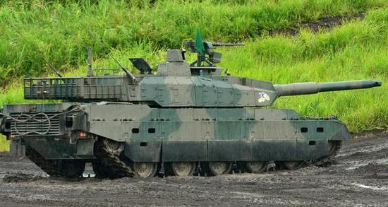 图为陆上自卫队的10式战车。极矮产量使得它的价格极度腾贵。
