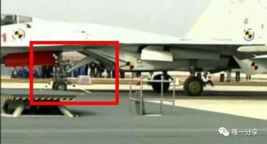 歼-15T弹射型可能飞越阅舰式上空