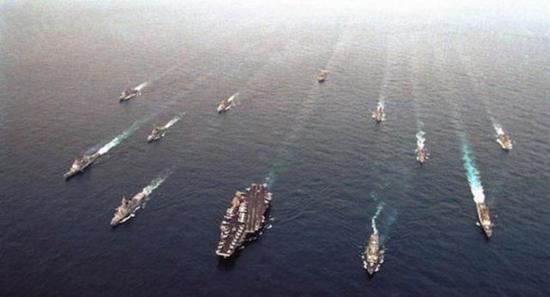 浩浩荡荡的美军航母编队