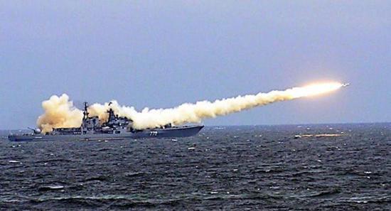 俄罗斯艨艟发射反舰导弹