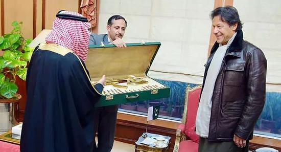 ▲沙特王子法赫德送给巴基斯坦总理
