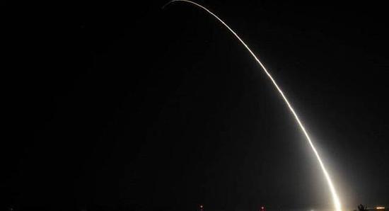 美国试射民兵-3导弹