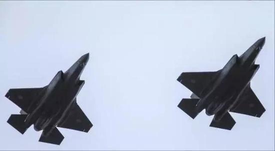 日本在不益看阅式上展现的F-35A