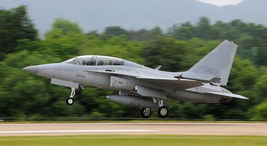 图为韩国空军的FA-50战斗教练机,该机2012年时尚未成熟。