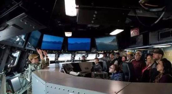 朱姆沃尔特级驱逐舰舰桥内部画面