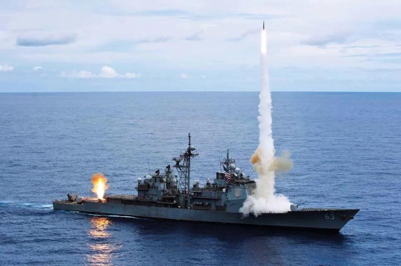 """美国""""考彭斯""""号巡洋舰"""