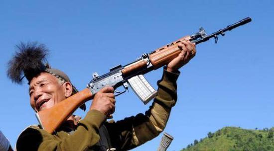 图片:印度国产英萨斯步枪,有的士兵认为还是用英七七可靠点。