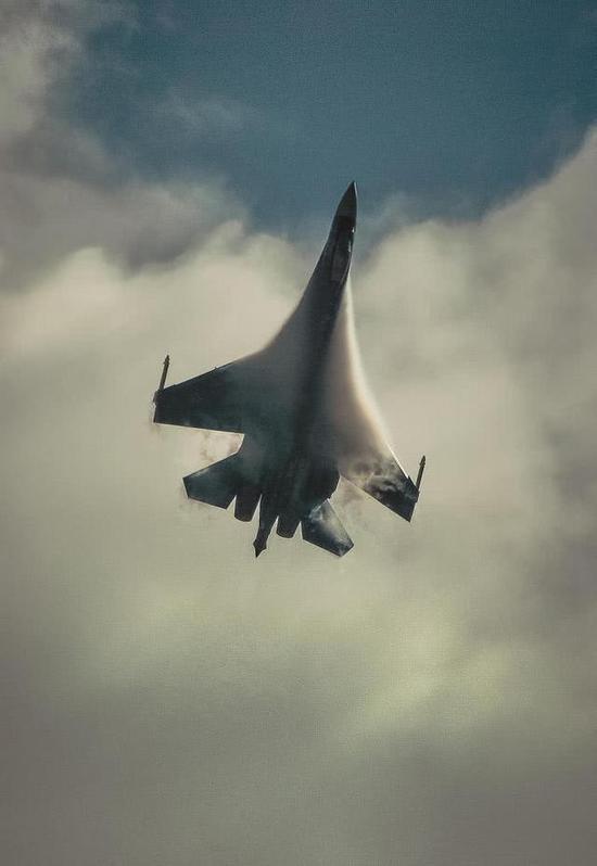 苏35改进飞控体系,强化推力矢量后,机动性很不错