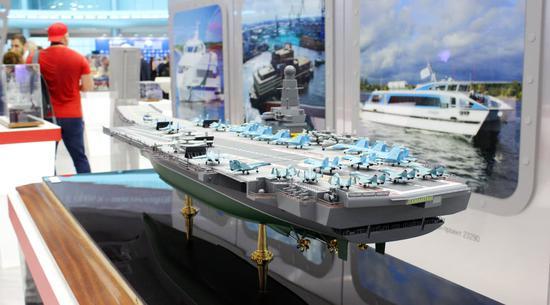 俄罗斯展示新型核航母模型 排水量9万吨可载60飞机